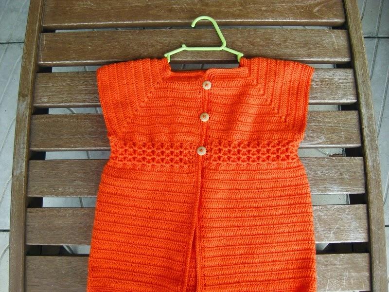 O segundo casaquinho lindo da Nicole na cor laranja!