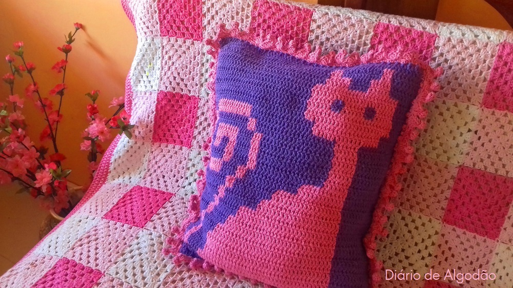 almofada de crochet cat