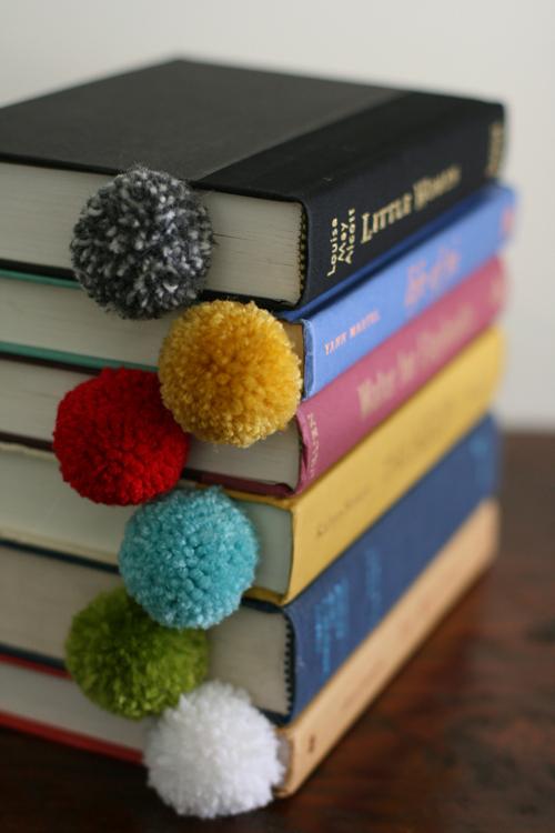 marcador de livro com pom pom