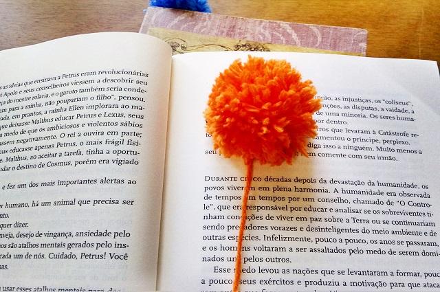marcador de pagina com pom pom
