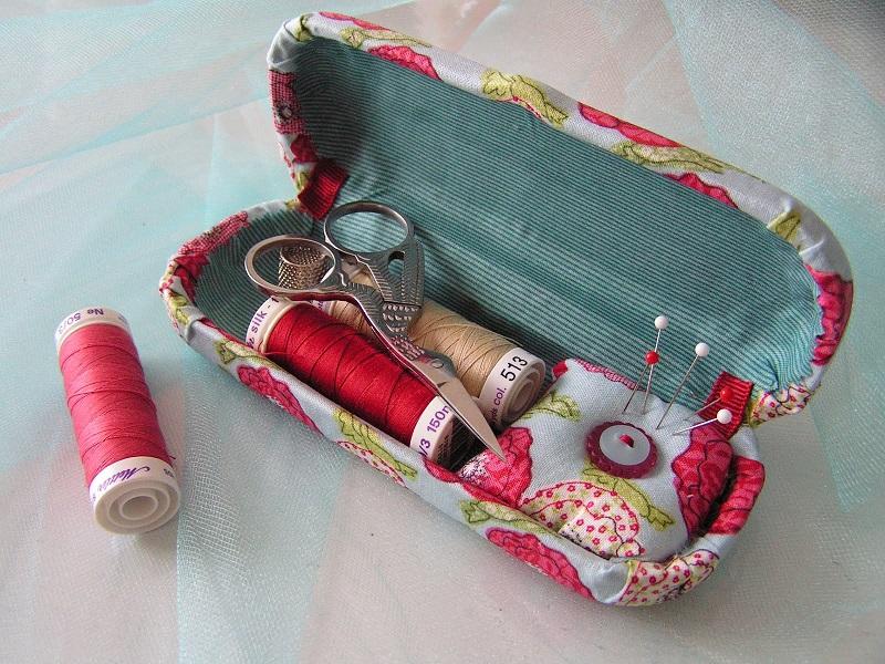 Achados: Porta óculos que vira kit de costura!