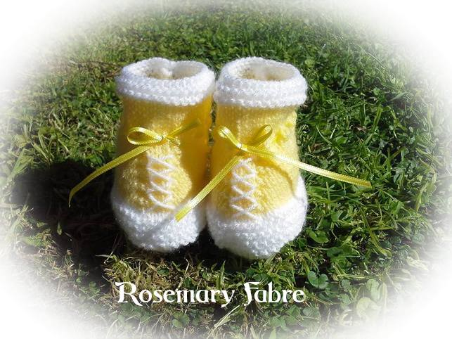 Sapatinhos de tricô lindinhos e fofos!! By Rosemary Fabre