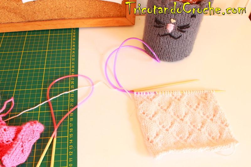 Foto da semana! E na minha mesa ^^, gato, agulhas, tricô …