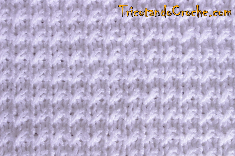 Ponto de tricô da blusa branca e do vestido Salmão