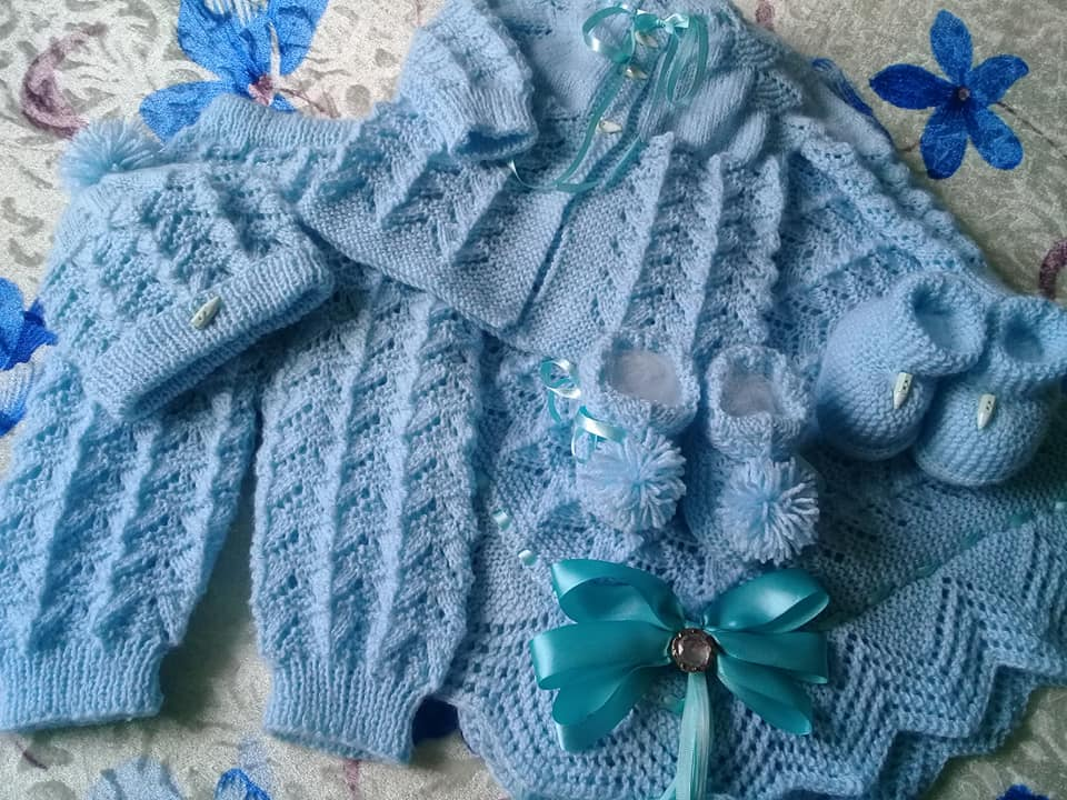Conjunto de tricô para bebê em azul| By Tatiane Woicsizak
