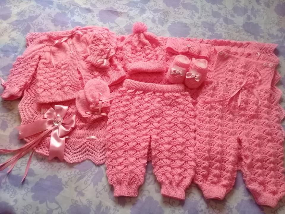 Conjunto em tricô para bebê da Tatiane Woicsizak