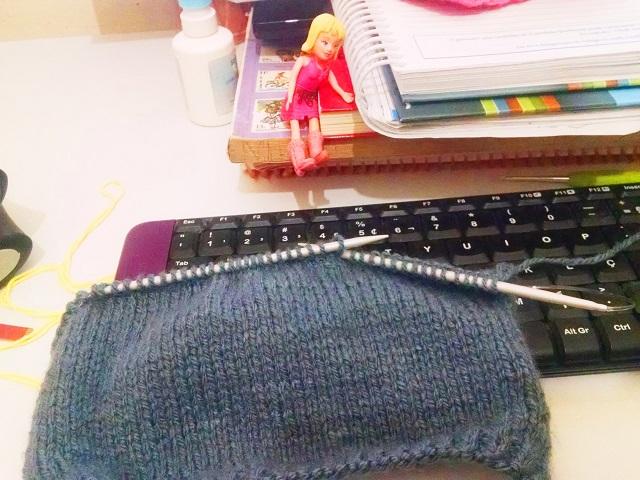 Tricotando uma capinha para lata