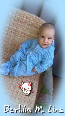 Casaquinho em tricô para bebê – Feito pela Bertilia M. Lins